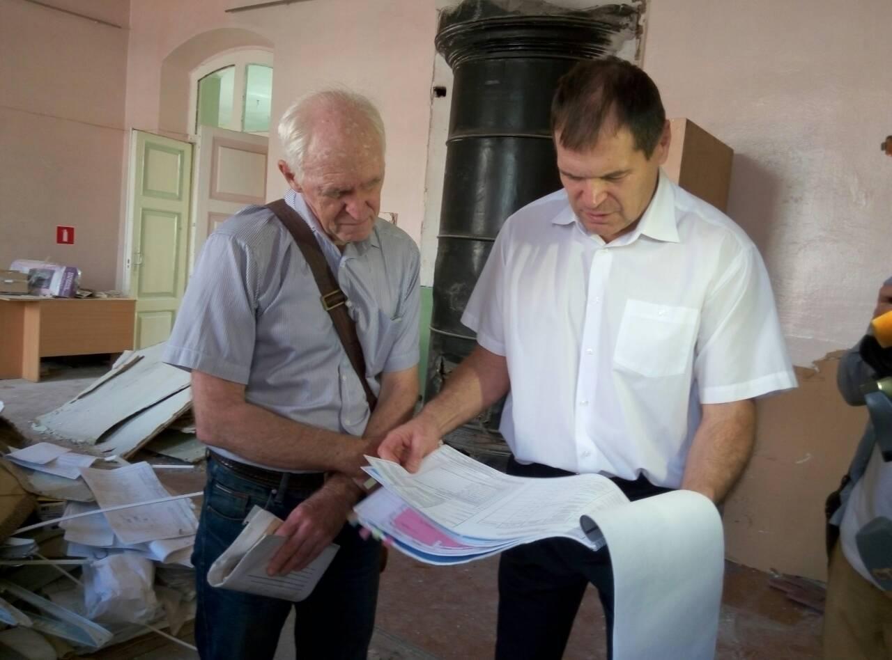 Юрий Латышев иАндрей Барышев нареставрационных работах