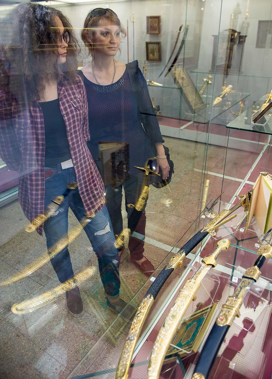 Навыставке представлены изделия немецких мастеров, хранящиеся вмузее Златоуста