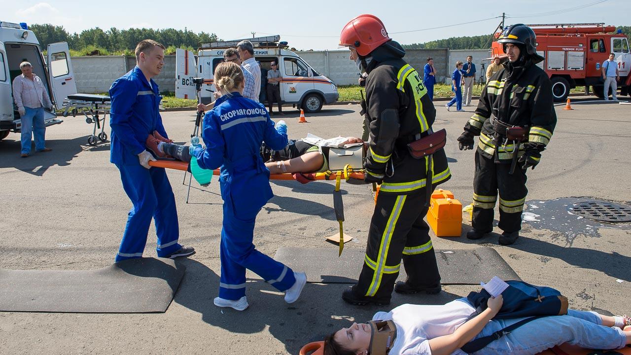 После сортировки пострадавших отвозят в лечебное учреждение