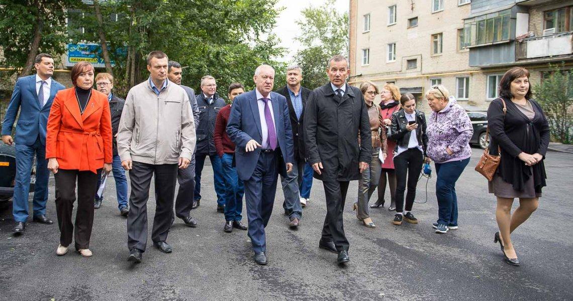 Евгений Тефтелев проверил, как реализуется программа поблагоустройству дворов